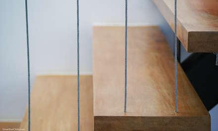 Detalle escalera: Pasillos, hall y escaleras de estilo  por Smartlive Studio