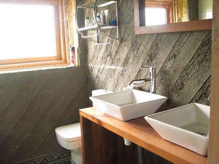 : Baños de estilo moderno por Estudio Terra Arquitectura & Restauro