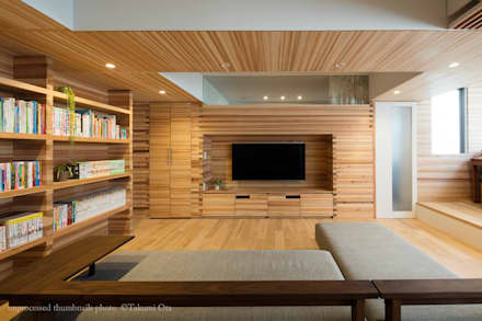 垂木の住宅: 富永大毅建築都市計画事務所が手掛けたリビングです。