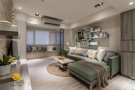 Ruang Keluarga by 垼程建築師事務所/浮見月設計工程有限公司