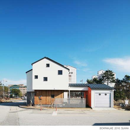 modern Houses by 소하  건축사사무소    SoHAA
