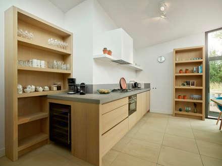 Duingolf Ameland: moderne Keuken door Hinabaay