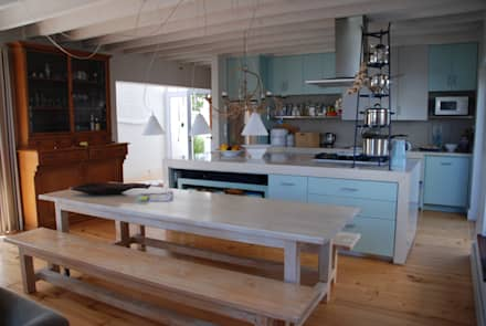 HOLIDAY HOME KNYSNA: colonial Kitchen by Gallagher Lourens Architects