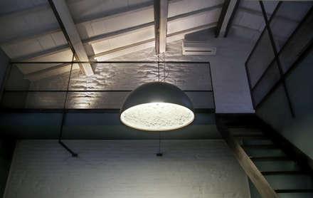 Casa Allegri: Soggiorno in stile in stile Industriale di ikare