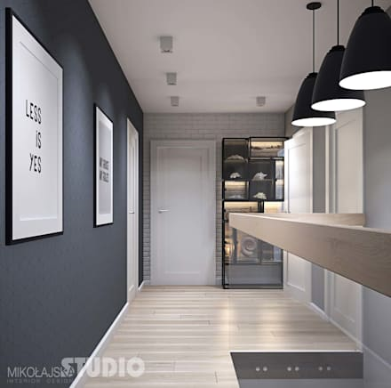 Exklusive Loft-Wohnung:  Flur & Diele von MIKOLAJSKAstudio