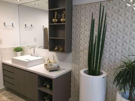 Projeto de reforma residencial: Banheiros modernos por KOSH Arquitetura & Interiores