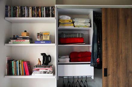Closets clássicos por TRES52 - Mobiliario