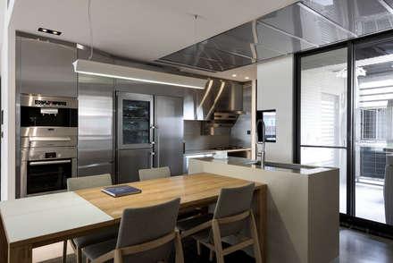 內湖 御和園 邱宅:  餐廳 by 直譯空間設計有限公司