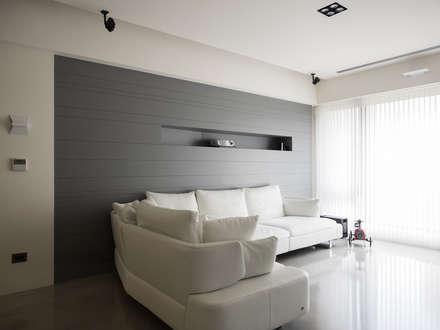 內湖 御和園 邱宅:  牆壁與地板 by 直譯空間設計有限公司