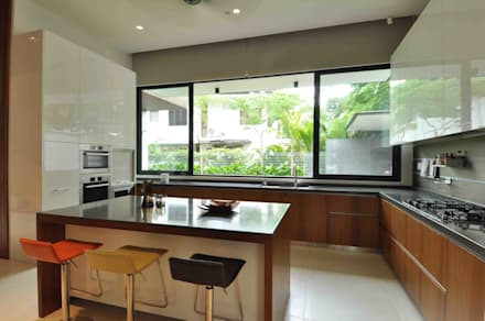 Sunset House: tropical Kitchen by ming architects