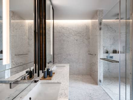 Courtyard House: modern Bathroom by ming architects