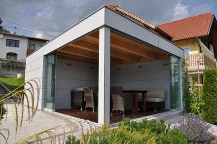 Glasschiebetüren im geöffneten Zustand: moderner Pool von Fenster Schmidinger