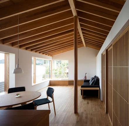 鞘ヶ谷の家: 柳瀬真澄建築設計工房 Masumi Yanase Architect Officeが手掛けたリビングです。