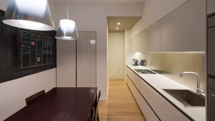 cucina: Cucina in stile in stile Moderno di Archifacturing