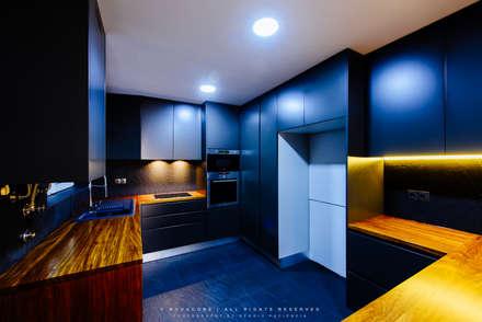 Remodelação de Apartamento em Samara Correia: Cozinhas modernas por NOVACOBE - Construção e Reabilitação, Lda.