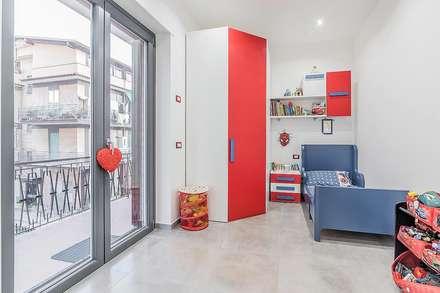 Camera dei bambini: Stanza dei bambini in stile in stile Moderno di Facile Ristrutturare