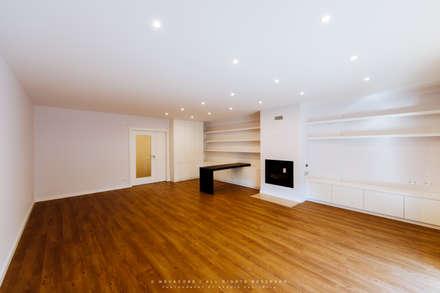 Sala: Salas de estar modernas por NOVACOBE - Construção e Reabilitação, Lda.