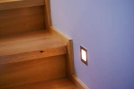 Casa GR / Valdivia: Pasillos, hall y escaleras de estilo  por Smartlive Studio