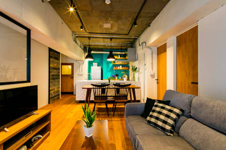 H邸インダストリアルリノベーション: 株式会社トキメキデザイン・アトリエが手掛けたリビングです。