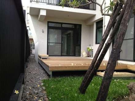 實木平台庭院空間:  庭院 by 築遠建築