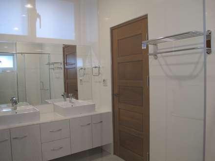 台南(陳公館)新建住宅:  浴室 by 三月室內裝修設計有限公司