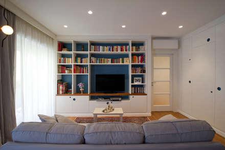 Portaportese - Salone: Soggiorno in stile in stile Moderno di Archifacturing