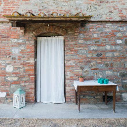 Spazio Terra Crete Senesi: Negozi & Locali commerciali in stile  di iris roth