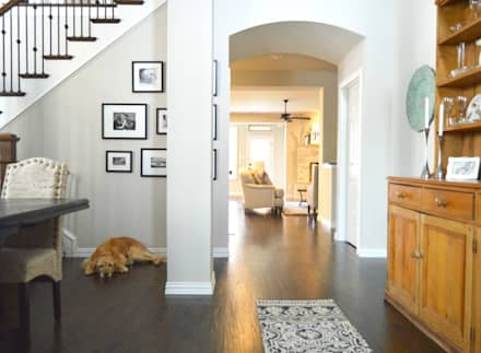Sophisticated Country Home:  Corridor & hallway by Brett Nicole Interiors