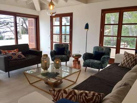 Ein Ferienhaus Als Hideaway Auf Mallorca: Mediterrane Wohnzimmer Von  AID Studio