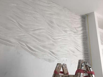 Wellen für die Wand. Die individuelle Wandgestaltung.: ausgefallene Badezimmer von FARBCOMPANY
