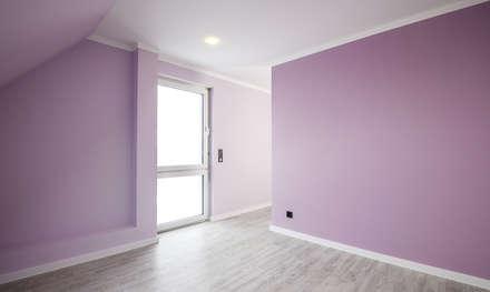 Malerarbeiten/ Streicharbeiten In Einem Neubau In Hannover/ Pattensen:  Klassische Schlafzimmer Von FARBCOMPANY