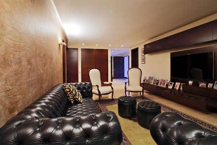 Casa 906: Salas de entretenimiento de estilo moderno por Objetos DAC