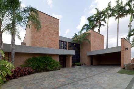 Casa 906: Casas de estilo moderno por Objetos DAC
