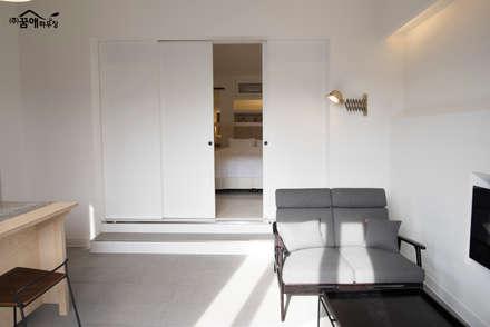 센스있는 거실 인테리어: 꿈애하우징의  거실