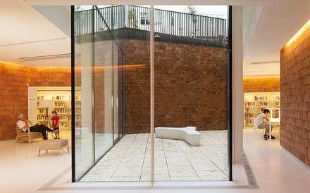 BIblioteca Sant Gervasi-Joan Maragall : Paredes de estilo  de Baena Casamor Arquitectes BCQ, slp