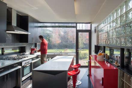 Casa Rosales Quijada: Cocinas de estilo moderno por GITC
