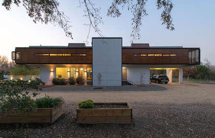 modern Houses by GITC