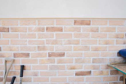 해질녘 노을이 아름다운 집: 꿈애하우징의  벽