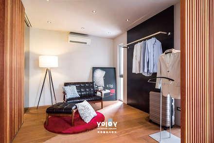 scandinavian Dressing room by 有容藝室內裝修設計有限公司