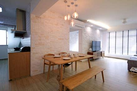 HDB Blk 429A Yishun: scandinavian Living room by Renozone Interior design house