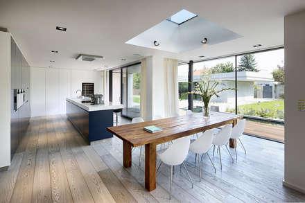 casa: Finestre in stile  di Tinnirello Design Porte e Infissi