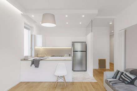 CASA_V: Cucina in stile in stile Moderno di salvatore cannito architetto