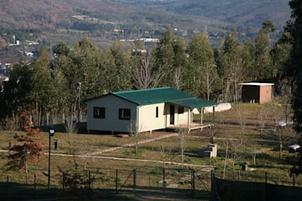 Casas pré fabricadas: Habitações  por Cosquel, Sociedade de Construções Lda