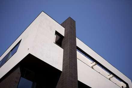 新宮の家: 株式会社 SYN空間計画 一級建築事務所が手掛けた家です。