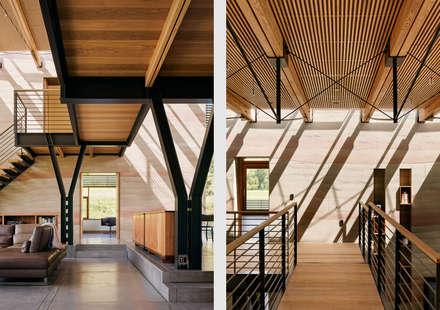 Spring Ranch:  Corridor & hallway by Feldman Architecture