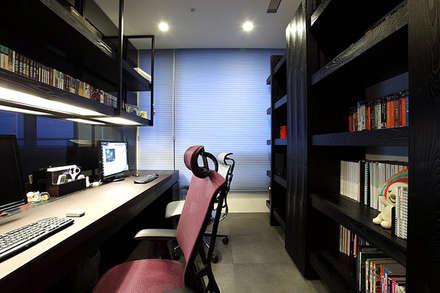 مكتب عمل أو دراسة تنفيذ 直譯空間設計有限公司