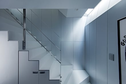 新保本・HOUSE・K(SHINBOHON・HOUSE・K): 吉田裕一建築設計事務所が手掛けた玄関・廊下・階段です。