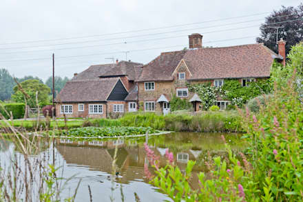 Japonica Cottage, Surrey : rustic Houses by Orchestrate Design and Build Ltd.