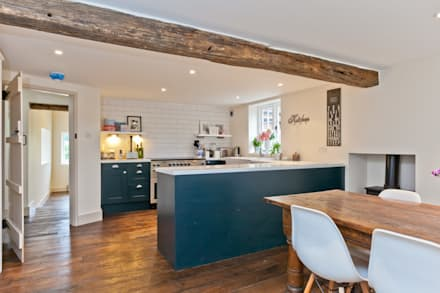 Japonica Cottage, Surrey : rustic Kitchen by Orchestrate Design and Build Ltd.