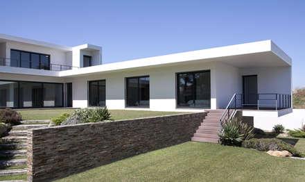 MORADIA BIRRE: Casas modernas por fernando piçarra fotografia